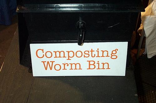 Composting_worm_bin